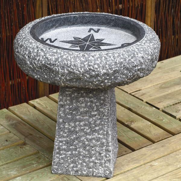 vogeltr nke kompass auf s ule 35 cm granit dunkelgrau. Black Bedroom Furniture Sets. Home Design Ideas